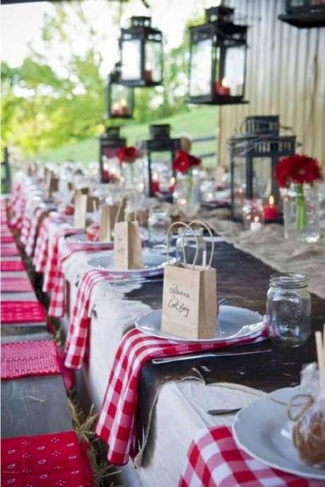 6. Lembrancinhas de festa junina para mesa dos convidados na sacola personalizada – Foto: Lilian Pacce