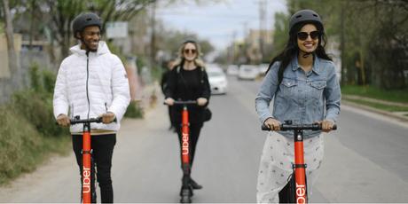 Patinetes da Uber podem ajudar os foliões a aproveitar os bloquinhos de rua