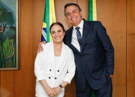 Bolsonaro diz que vai ligar para Regina Duarte para ver disponibilidade de nomeação sair amanhã
