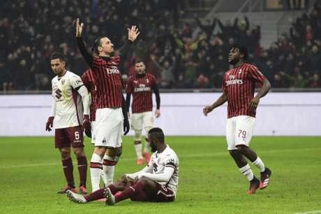 Ibra, com sua marra peculiar, comemora seu gol: foi o segundo desde sua volta ao Milan (Foto: MIGUEL MEDINA / AFP)