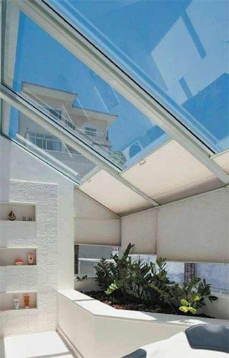24. A cobertura de vidro facilita a entrada de luz solar – Fonte: Pinterest