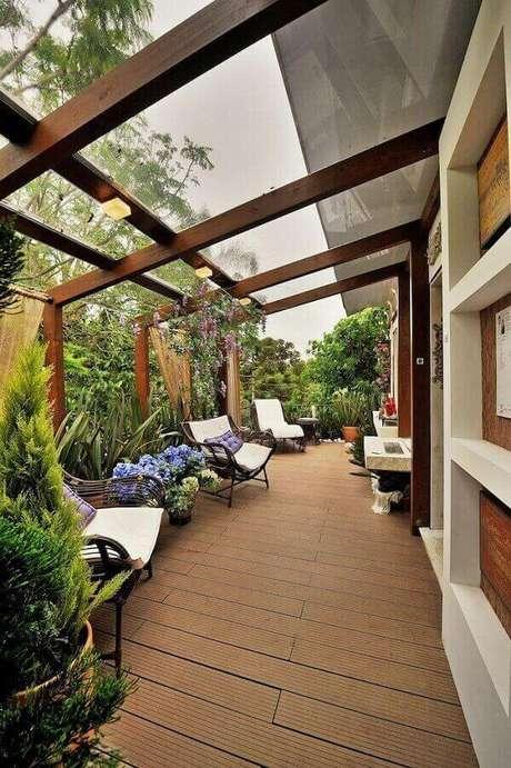 11. A cobertura de vidro integra a varanda com a natureza – Fonte: Casa e Festa