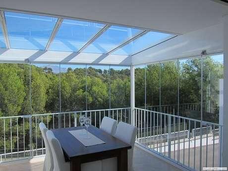 36. A cortina e cobertura feita de vidro permite uma visão linda da natureza – Fonte: PS do Vidro