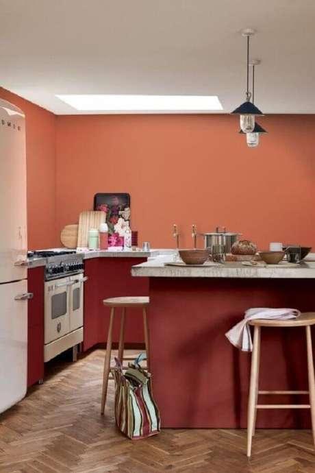30. Cozinha simples planejada decorada na cor terracota – Foto: Pinterest
