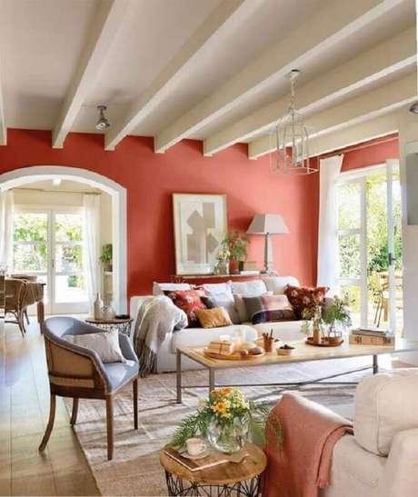 6. Decoração clássica para sala de estar com cor de parede terracota – Foto: EstiloyDeco