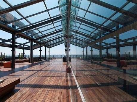 3. Estabelecimento comercial com cobertura de vidro – Fonte: Motta Envidraçamento