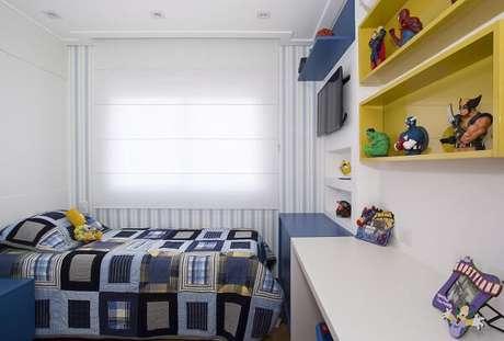 71- Nichos para quarto feitos em madeira amarela. Projeto por Érica Salguero