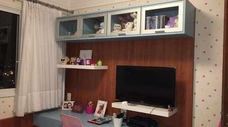 13- Os nichos para quarto infantil simples têm portas de vidro. Fonte: Leandro Gandine
