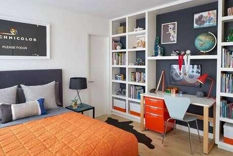 10- O fundo dos nichos para quarto são do mesmo tom da cabeceira da cama. Fonte: Pinterest