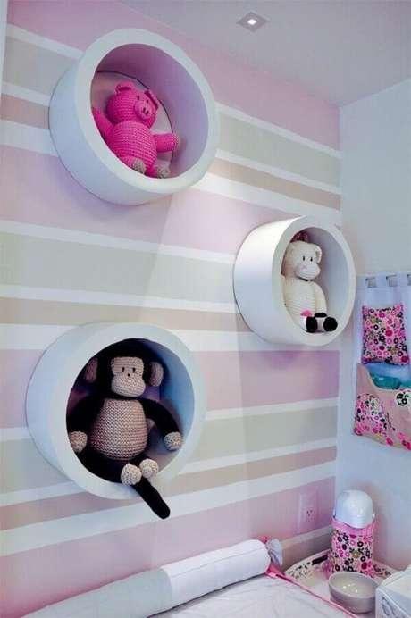 4- Na decoração foi utilizado um nicho redondo para quarto de bebê com bichinhos de pelúcia. Fonte: Melissa Domezi