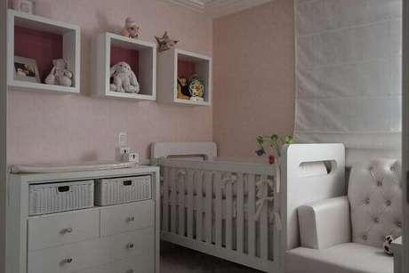 48- Os nichos para quarto de bebê acompanham a mesma linha dos móveis. Fonte: ConstruindoDecor
