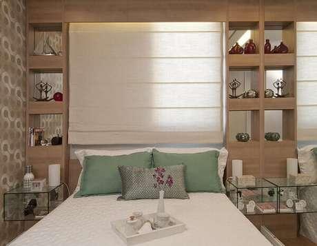 3- Os nichos para quarto de casal pequeno solucionam o problema de pouco espaço no ambiente. Fonte: Adriana Fontana