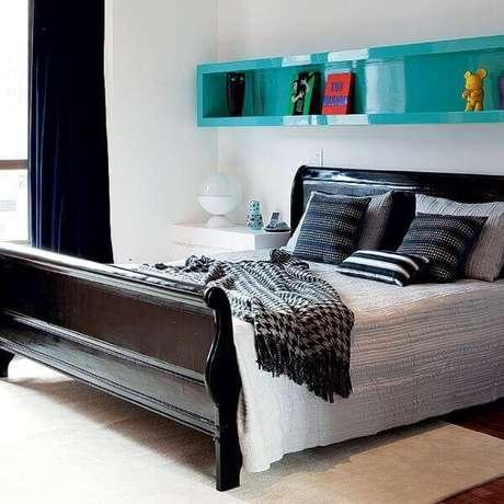 36- O grande destaque na decoração de quarto de casal é o nicho de parede pintada em laca azul turquesa. Fonte: Artesanato Passo a Passo Já