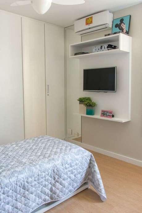 42- Os nichos para quarto de menino são utilizados como suporte para tv. Fonte: Danyela Corrêa