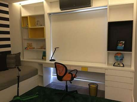 49- Os nichos para quarto infantil ocupam toda a parede e formam uma área de estudo. Fonte: Susana Requião