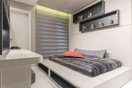 54- Os nichos para quarto na cor cinza combinam com as cores da colcha e acessórios. Fonte: Marli Assis