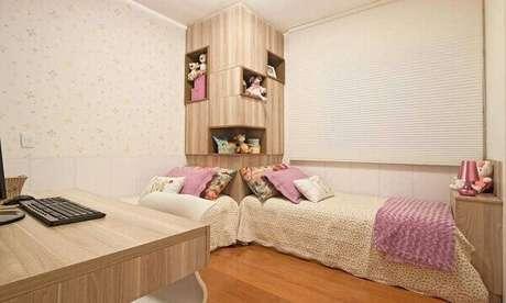 56- Nas cabeceiras das camas foram produzidas nichos para acomodar os brinquedos. Fonte: Pinterest