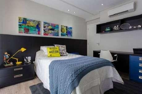 57- Os nichos para quarto de solteiro servem como estante para objetos esportivos. Fonte: Dcorevocê