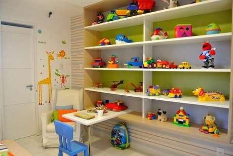 6- Os nichos para quarto infantil organizam a grande quantidade de brinquedos. Fonte: Pinterest