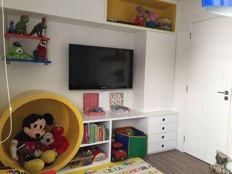 59- Os nichos para quarto organizam brinquedos livros e outros objetos. Fonte: Mãe Tipo Eu