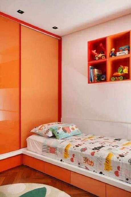 66- Na decoração com móveis planejados, os nichos para quarto receberam o mesmo acabamento do armário. Fonte: Pinterest