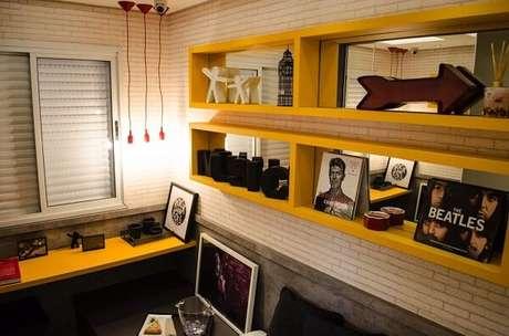73- Modelo de nichos para quarto em tom amarelo. Projeto por Studio Ecoara