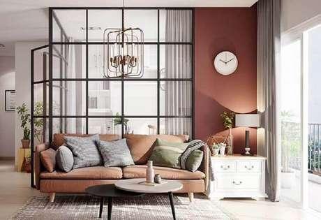 46. Sala de estar moderna decorada na cor terracota – Foto: Pinterest
