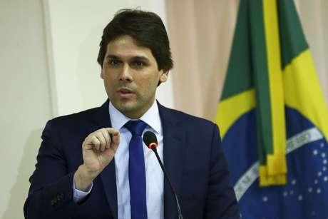 Número alto de pessoas aguardando por benefícios culminou no desligamento de Renato Vieira