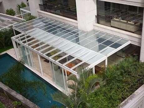 6. Área externa com cobertura de vidro laminado – Fonte: Habitissimo