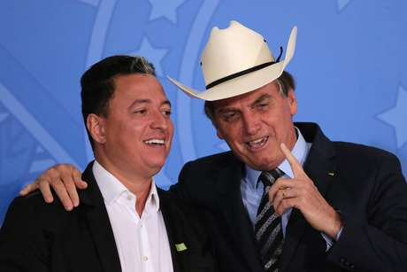 O presidente Jair Bolsonaro com o sertanejo Cuiabano Lima, no Palácio do Planalto