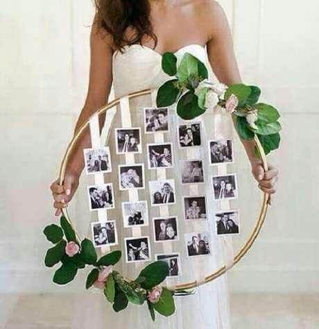 3- O mural de fotos para a decoração de noivado pode ser feita com bambolê. Fonte: Pitnerest