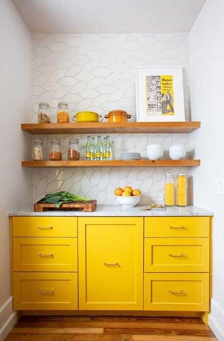 63. Cores para cozinha amarela e branca – Via: Ideias Decor