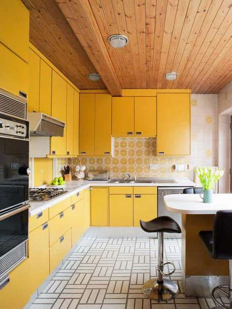 64. Cores para cozinha amarela e cinza – Foto: Poggen Pohl