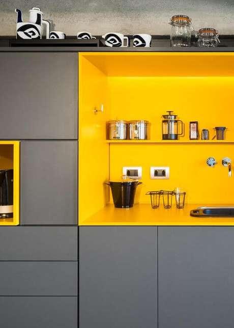 8. Cores para cozinha cinza e amarelo – Via: Ana Scakia