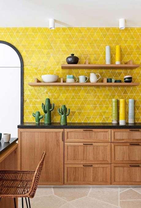 77. Revestimento com cores para cozinha moderna – Via: Ideias Decor