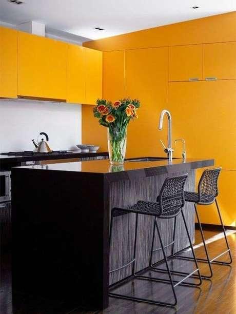 45. Cores para cozinha amarela e preto – Foto: Tua Casa