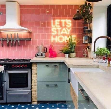 57. Cores para cozinha vermelho e verde – Via: Dicas Decor