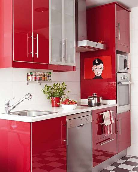 61. Cores para cozinha vermelha e branca moderna – Foto: Sabrina Mix