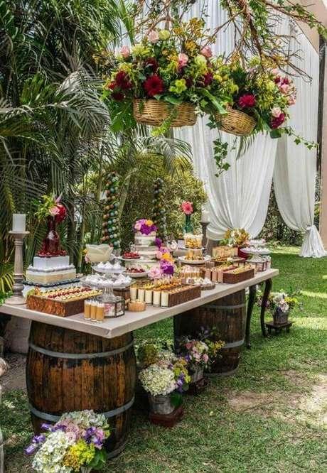 75- Decoração de noivado feita ao ar livre. Fonte: Revista Artesanato