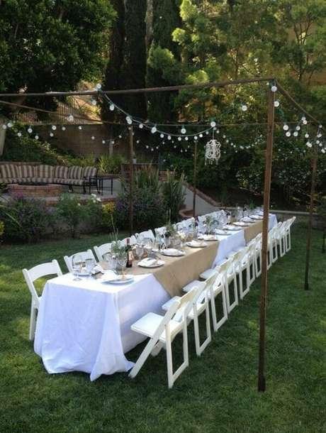 2- A decoração de noivado acomoda com conforto os convidados. Fonte: Weddingtopia
