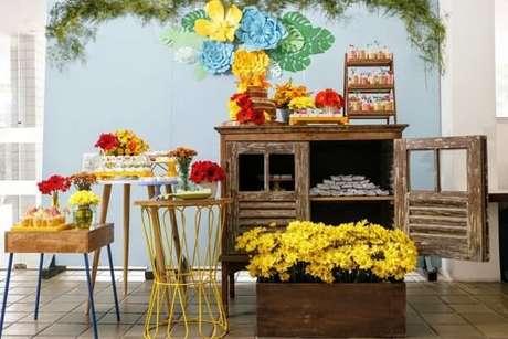 72- É possível criar uma decoração de noivado simples com poucos elementos em casa. Fonte: Pinterest