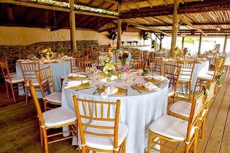 64- A decoração para noivado é sempre rica nos detalhes delicados. Fonte: Tips For Bride