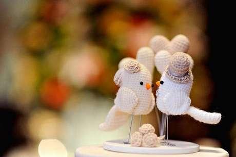 52- Passarinhos de crochê fazem a decoração de noivado da mesa de doces. Fonte: Noivas Fortaleza