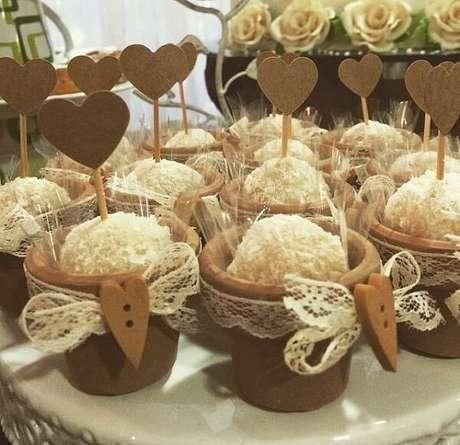 78- Docinhos especiais para noivado. Fonte: Maria Bonita Festas