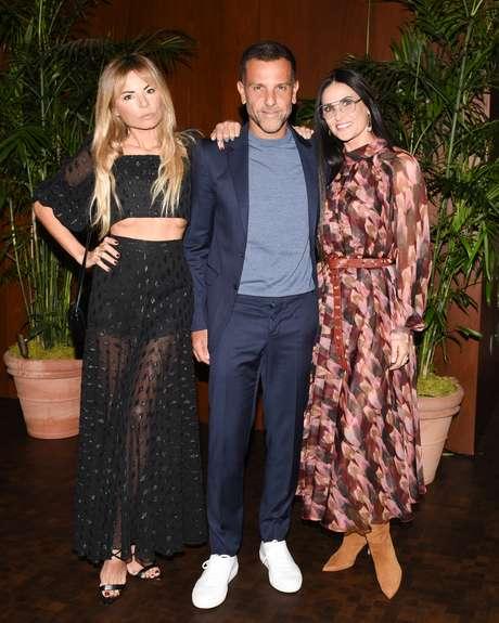 A estilista Erica Pelosini, o designer Alexandre Birman e a estrela Demi Moore no almoço em Los Angeles