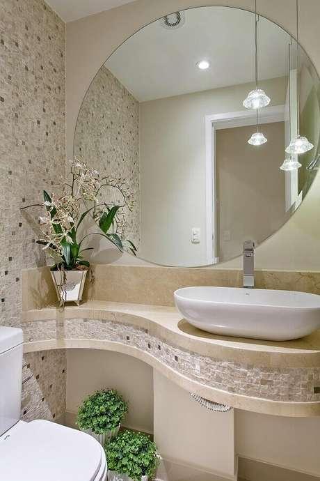 25. A pia de mármore para banheiro pequeno garante um toque de sofisticação ao ambiente – Foto: Assetproject