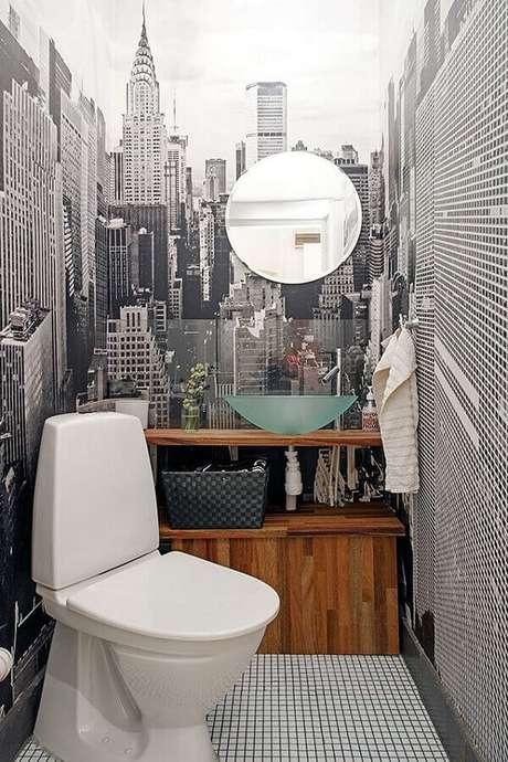 29. Pia de vidro para banheiro pequeno decorado com papel de parede preto e branco – Foto: Yandex