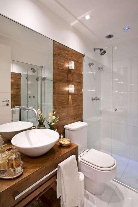 34. Pia para banheiro pequeno com bancada de madeira – Foto: Pinterest