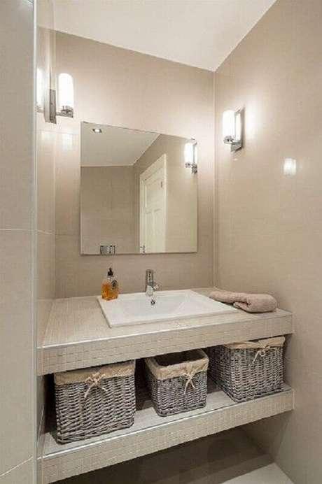 49. Pia para banheiro pequeno decorado em cores neutras – Foto: Tudo Construção