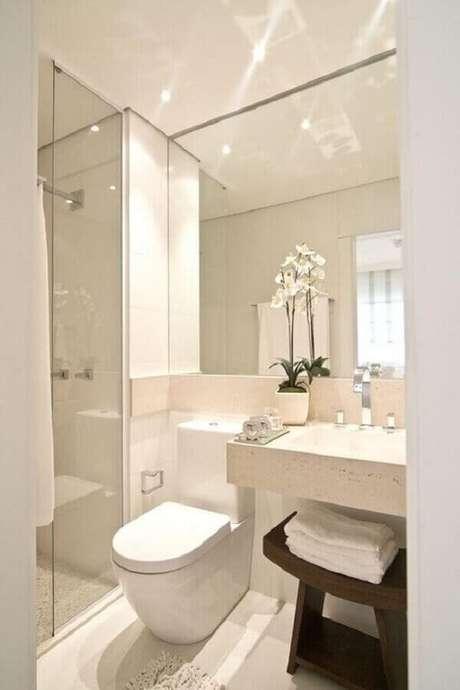 56. Pia para banheiro pequeno decorado todo branco – Foto: Pinterest